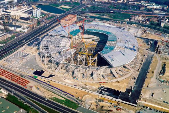 Stade de France en construction, pose du toit
